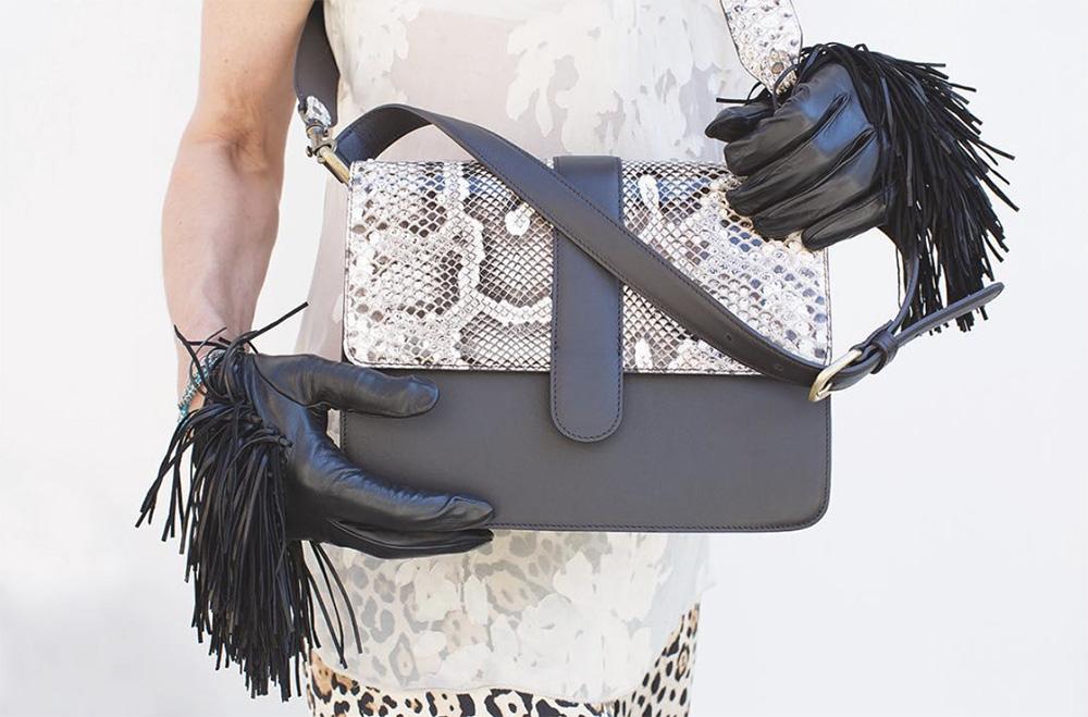 Gloves with fringe, black